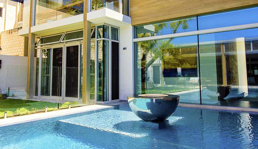 Modern swimming pool water feature in Perth