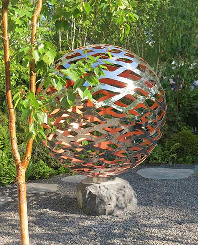 Garden sculpture made of vine-like lattice metal work