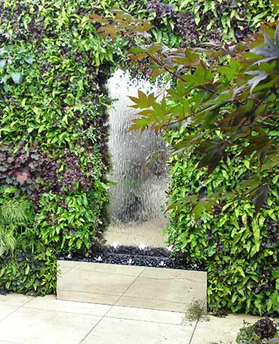 Stainless steel water wall with water streaming down